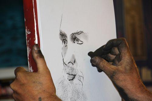 medžio anglių piešimas,medžio anglių pieštukas,portretas,profilis,vyras,veidas,galva,žmogus,iš šono,asmuo,Patinas,menas,vakaras,šviesus,šurmulio ir šurmulio,anglies projektavimas,akmens pieštukų piešimas,medžio anglių pieštukų pieštukininkas,piešimas
