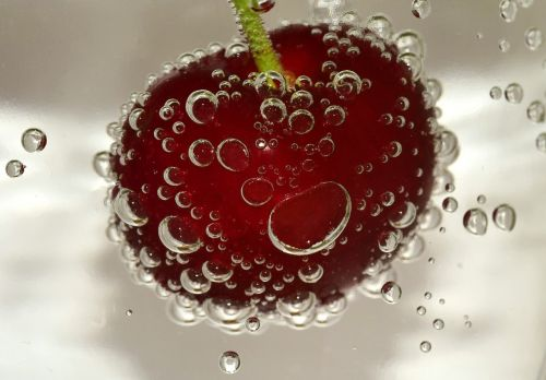 vyšnia,smūgis,vandens burbuliukai,vanduo,oro burbuliukai,burbulas,skaidrus,makro,burbulų burbuliukai,anglies rūgštis,panardinimas,oro karoliukai,frisch,putojantis,vaisiai,kaulavaisiai,raudona,apie,vitaminai,sveikas,skanus,atsipalaidavimas