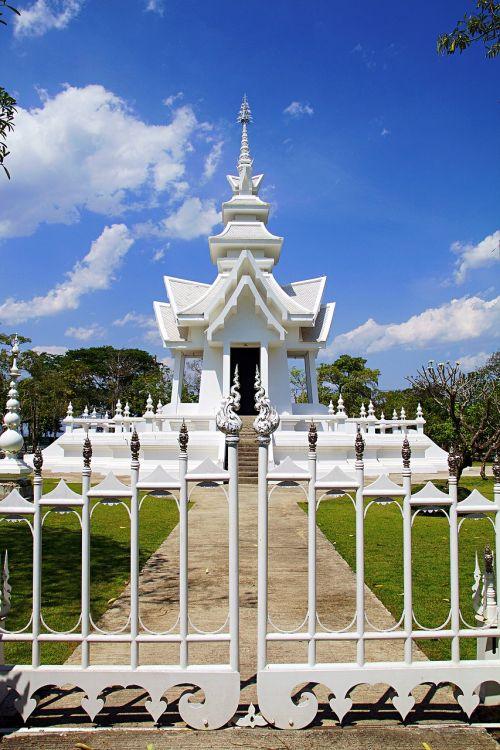 Chiang Rai,Tailandas,balta šventykla,šventykla,tikslas,dangus,architektūra,saulės šviesa,saulė,vasara,šventyklos kompleksas,Šiaurės Tailandas,asija,Tailandas,budizmas,balta,budistinis,fernöstlich,tikėk,pastatas,kelionė,wat