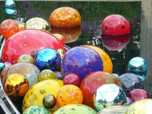 chihuly,stiklas,globos,spalvinga,nuostabus,vanduo,šviesus,blizgantis,orb