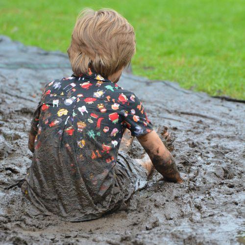 vaikas,berniukas,žmonės,purvas,purvas,purvinas,žaisti