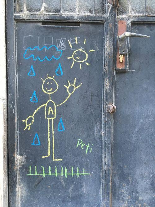 vaikas,piešimas,laimingas,mielas,vaikų piešimas,kreida,linksma