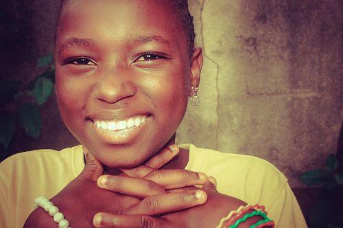 vaikas,juoda,juoda ir balta,portretas,juoda balta,veidas,nuotrauka,juoda oda,mergaitė,rutulys,vasara,spalva,žaidimai,kaimas,Burundis,Sportas,ranka,kūdikis,Afrikos,fotografija,Gimdymas,žaislas,biustas,moteris,statula,siena,motina,laimė,tik,ruda