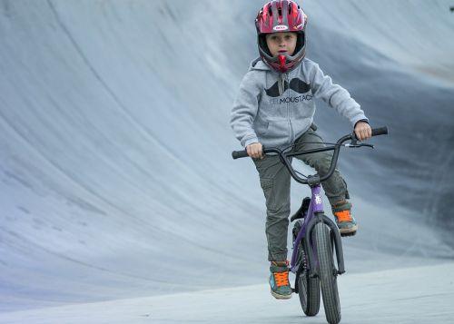 vaikas,bmx,apvalus,bikepark,riedlenčių parkas
