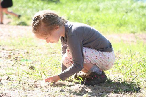 vaikas,mergaitė,žaidimas,koncentracija