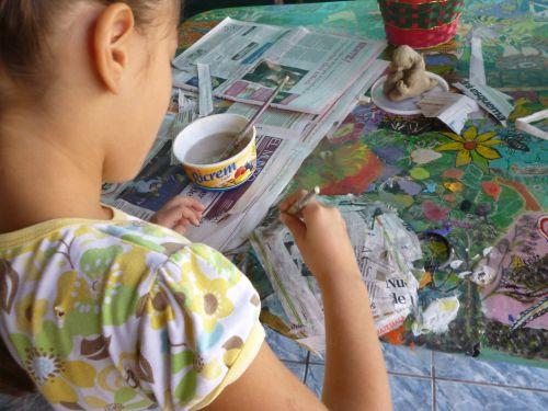 mergaitė, menas, žaisti, priėmimo, dažyti, papier & nbsp, mache, vaikas, menininkas, spalvinga, spalva, teptukas, vaikas menininkas