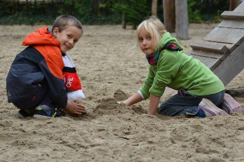vaikai,žaisti,berniukas,mergaitė,žmonės,sandbox,smėlis,komandinis darbas