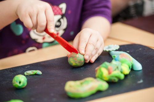 vaikai,žaisti tešlą,žaisti,darželis,molio modeliavimas,kūrybiškumas,modeliavimas