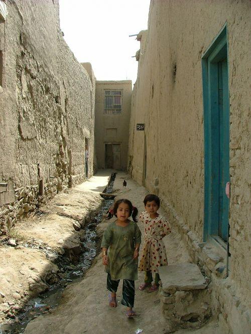 vaikai,purvo namai,kabul,skurdas