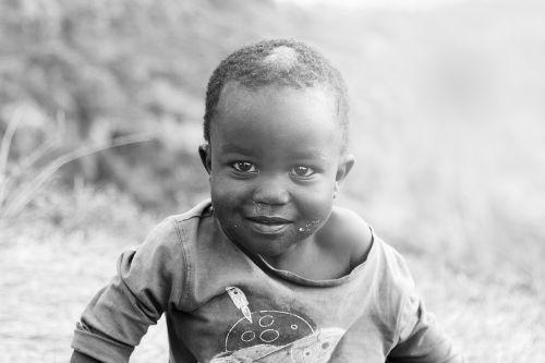 ugandos vaikai,uganda,vaikai,mbale,afrika,vaikas,kaimas,jaunas,gyvenimas,vargšas,neturtingi vaikai,afrikos vaikai,žmonės,veidas,pasaulis,tradicinis,juoda,berniukas,šeima