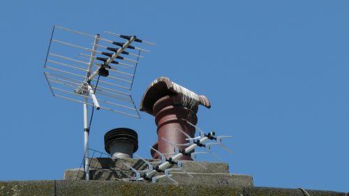 dūmtraukis & nbsp, puodelis & nbsp, kamino & nbsp, tv & nbsp, antenos, kaminas, dūmtraukiai, puodą, puodai, krūva, kaminai, antena, antenos, antena, antenos, dūmtraukių puodų kameros ir tv antenos