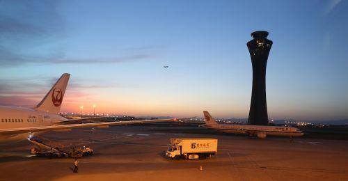 Kinija,Pekinas,kapitalo tarptautinis oro uostas,oro uostas,kapitalo oro uostas,orlaivis,saulėlydis,bokštas,užsiėmes,skrydis,aviacija,kelionė,remiantis,pasiekti