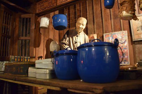 Kinija,mažos parduotuvės,skulptūra,Chiang Mai Tailandas,Tailandas