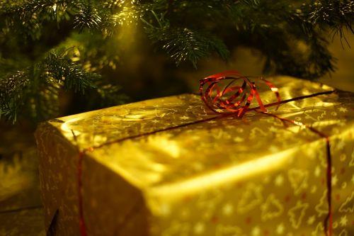 Kalėdos,dovanos,apdaila,Kalėdų Senelis,švesti,atvirukas,kuponas,supakuotas,dovanų dėžutės,dovanų juosta,Kalėdų puošimas,nostalgija,Adventas,komercinis,Kalėdų Senelis,kilpa,Kalėdų dovana,Kalėdų laikas,Kūčios,auksas,Kalėdų eglutė,šventinis,žiemos naktį,Kalėdų dieną,Kalėdų atostogos,weihnachtslieder,šviesa,kontempliacija,tradicija,šeima