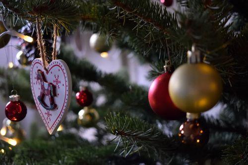 Kalėdos,žiema,šventė,blizgučiai,kabantis,pušis,pušies mediena,šventė,žalias