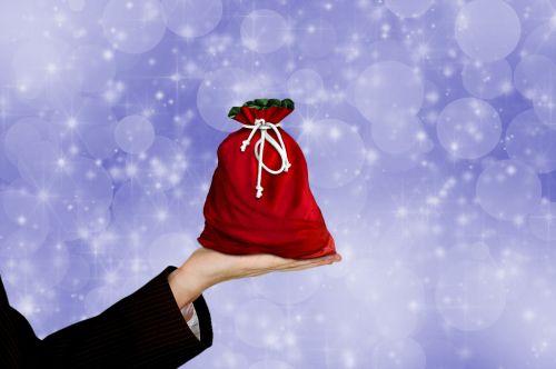 Kalėdos, dovanos, maišas, maišas, dovanos & nbsp, krepšys, raudona, pateikti, šventė, sezonas, žibintai, Bokeh, mėlynas, fonas, ranka, ūkis, moteris, priėmimas, duoti, Laisvas, viešasis & nbsp, domenas, Kalėdų dovanų krepšys