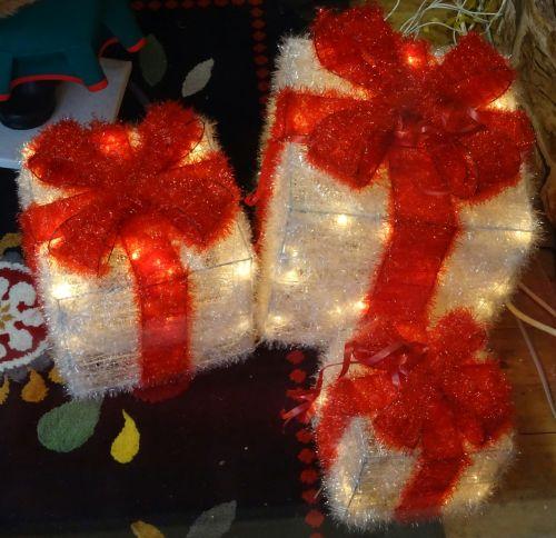 Kalėdos, santa, Claus, medis, medžiai, dovanos, dovanos, žibintai, apšvietimas, apdaila, dekoracijos, dekoruoti, xmas, šventė, atostogos, linksmas, laimingas, pateikti, dovanos, Kalėdų dovanos