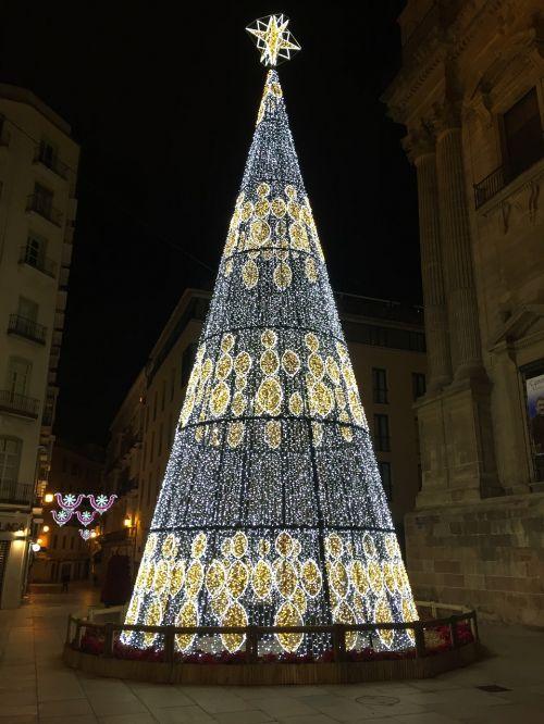 Kalėdų eglutė,Kalėdos,Kalėdiniai dekoracijos,Kalėdų žiburiai,dekoravimas,šventės