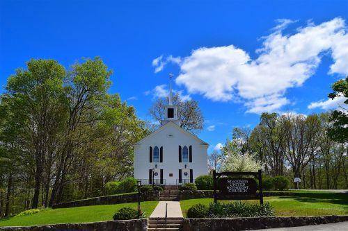 bažnyčia,kaimas,dangus,mėlynas,balta,medinis,senamadiškas,mėlynas dangus,mėlynos dangaus debesys,oras,šviesa,saulėtas,aišku,cloudscape,religija,krikščionybė,garbinimas