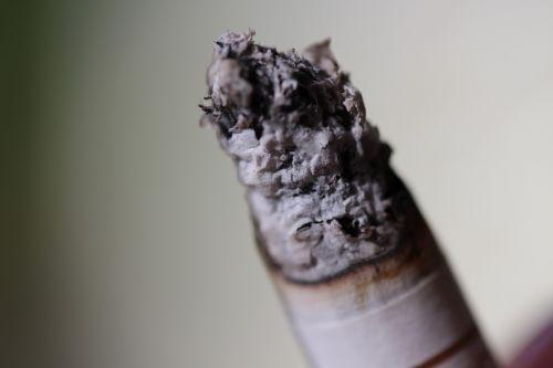 cigarečių,pelenai,nudegimai,pakreipti,nuorūkos,rūkymas,priklausomybe,tabakas,labai priklausomybę,nesveika