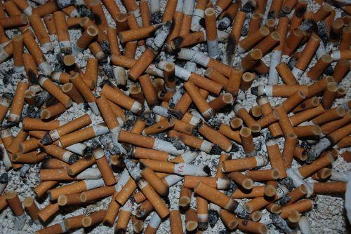 cigaretės,priklausomasis asmuo,rūkymas