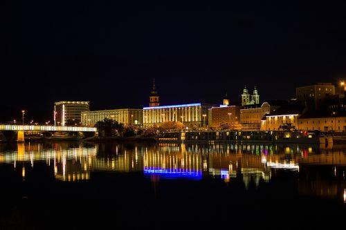 miestas,naktis,panorama,žibintai,naktį,miesto šviesos,architektūra,namai,naktinė nuotrauka,naktinė fotografija,Senamiestis,naktinis vaizdas,šviesa,spalvinga