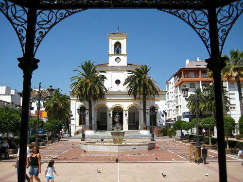 miestas,miesto,Miesto centras,Turgaus aikštė,paminklas,palmė,turistai,špinatas,vasara,šventė