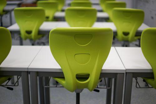 klasė,mokykla,stalas,kėdė,klasė,švietimas,plastmasinis,žalias,šiuolaikiška