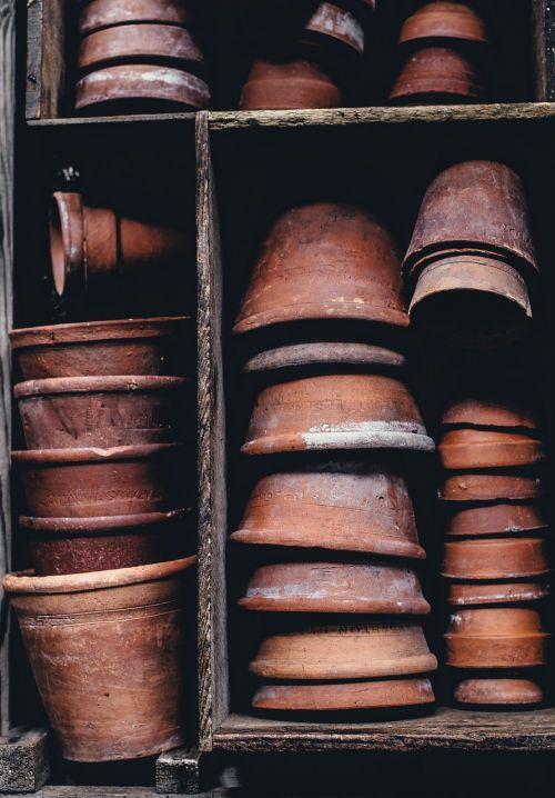 molio puodai,konteineris,purvinas,gėlių vazonai,industrija,keramika,formos,lentyna,sukrauti,atsargos