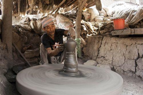 molio darbas,bhaktapur,molis,darbo,purvo ratas,žmogaus pastangos,Molinė puodynė,molio menas