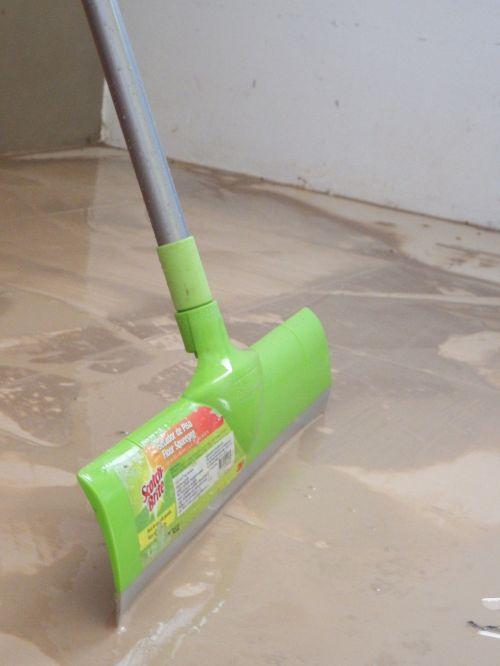 valytuvas, švarus, valymas, purvinas, purvinas, ruda, grindys, virtuvė, namas, namai, mopas, mopping, purvinas, grime, purvas, šepetys, nušluostyti, išvalyti, toli, paviršius, plytelės, valyti purvinas grindis