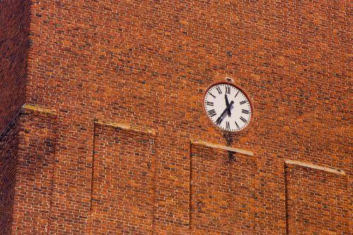 laikrodis,laikas,laiko matavimas,patarimai,Praėjęs laikas,laikrodžio patarimai,laikrodis skydas,miesto laikrodis,didelis laikrodis,paminklas,senas laikrodis,išorinis laikrodis,minutė,valandos,žiūrėti,plyta,raudona,Parduotuvė