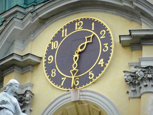 laikrodis,laikas,paminklas,skaičius,skaitmenys,patarimai,minutė,antra,valandos,laiko matavimas,žiūrėti,Praėjęs laikas,laikrodžio patarimai,miesto laikrodis,Sieninis laikrodis,laikrodis skydas,didelis laikrodis,išorinis laikrodis,mechanizmas,senamiestis