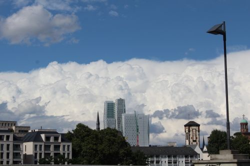 debesis,grasinanti,miestas,audros debesys