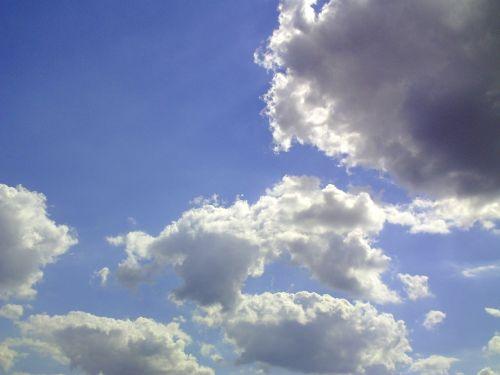 debesis,cumulus,dangus,mėlynas,saulėtas,saulėta diena,cumulus cloud,balta,kubo debesys,vasaros diena,vasara,saulės spindulys,oras,saulė,nuostabi diena,debesys formos,fonas