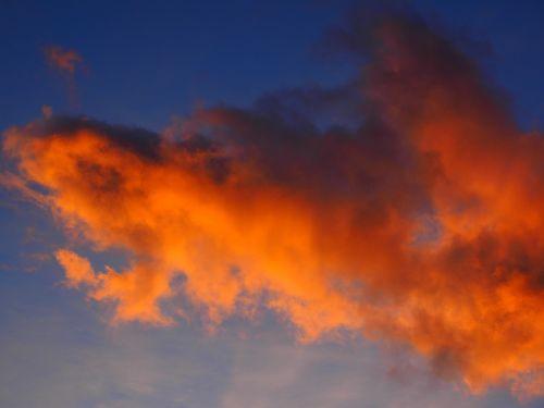 debesis,afterglow,raudona,saulėlydis,dangus,vakarinis dangus,debesys formos,dusk,apšviestas,rausvai,šviesa,atrodo,atrodo,oro temperamentas