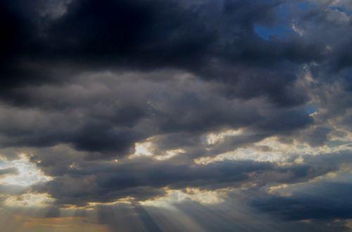 debesys, sluoksniai, horizontalus, šešėliai, atspalvių, tamsi, audringas, tankus, saulė, proveržis, šviesa, spinduliai, spinduliavimo, debesies sluoksniai