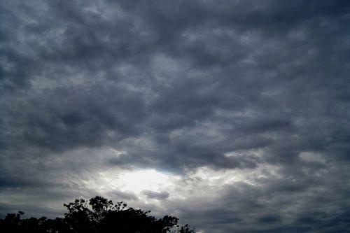dangus, per naktį, debesis, pilka, atidarymas, šviesus, skverbiasi & nbsp, šviesa, debesis su šviesos atidarymo