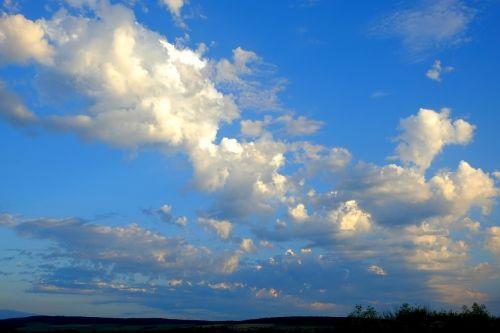 debesys,debesų danga,dangus,debesys formos,griauna,kubo debesys,nuotaika,oras,audros debesys,kraštovaizdis,gamta,balti debesys,mėlynas dangus,saulė,peizažai,žinoma