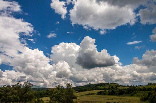 debesys,dangus,gamta,mėlynos dangaus debesys,dangaus debesys,vasara,saulė,horizontas,debesys,lauke,kraštovaizdis,debesuota,Bulgarija,kelionė,turizmas,gražus,kaimas,peizažai,laukas
