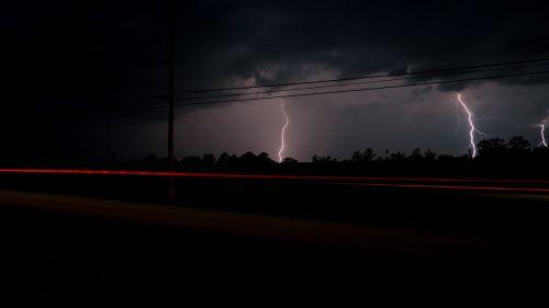 debesys,žaibas,Žaibo smūgis,naktis,dangus,audra,griauna,griaustinio velnias,griauna