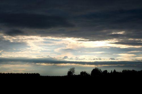 debesys,griauna,dangus,kraštovaizdis,nuotaika,tamsūs debesys,audros debesys,grasinanti,gamta,gewitterstimmung,oras,dramatiškas,fonas,oro temperamentas,debesys formos,dramatiškas dangus,atrodo,atmosfera,dramatiški debesys,tamsi,dramos,lietaus priekis,juoda,juoda ir balta,tamsa,šviesa,scena,lietaus debesys,Debesuota,šešėlis,niūrus,debesuotumas