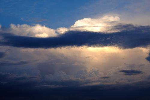 debesys,cloudscape,dangus,tamsūs debesys,nuotaika,kraštovaizdis,balta,debesys formos,Persiųsti,oro temperamentas,cumulus,gražūs debesys,debesų danga,kubo debesys,debesų formavimas,debesuotumas,oras,atmosfera,gamta,audros debesys,gewitterstimmung,apšvietimas,debesų formacijos,lichtspiel,gražus,šviesos spindulys,šviesos efektas,atmosfera,šešėlis,mėlynas,griauna,lietus,Debesuota,gamtos reiškinys,labiausiai dangus,grasinanti griaustinio perviršio,debesys priekyje