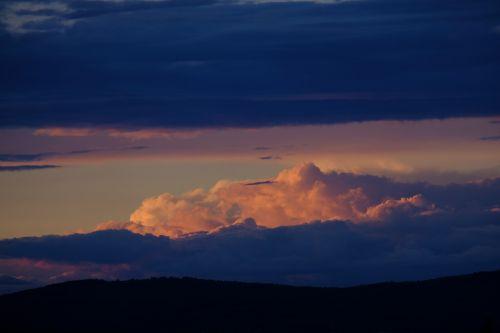 debesys,cloudscape,dangus,tamsūs debesys,nuotaika,kraštovaizdis,balta,debesys formos,Persiųsti,oro temperamentas,cumulus,gražūs debesys,debesų danga,kubo debesys,debesų formavimas,debesuotumas,oras,atmosfera,gamta,audros debesys,gewitterstimmung,apšvietimas,debesų formacijos,lichtspiel,gražus,šviesos spindulys,šviesos efektas,atmosfera,šešėlis,mėlynas,griauna,lietus,Debesuota,gamtos reiškinys,labiausiai dangus,grasinanti griaustinio perviršio,debesys priekyje,audra,grasinanti,audra priekyje,tamsi,dramos