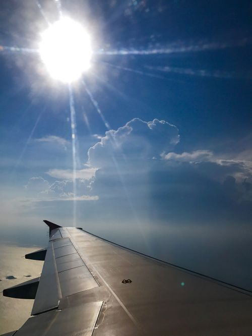 debesys,dangus,skrydis,dangaus debesys,mėlynos dangaus debesys,cloudscape,saulės šviesa,lėktuvas,kelionė,saulėtas