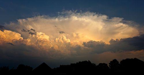 debesys,atmosfera,debesuota dangaus,saulėlydis,gražus,gražūs debesys,griauna,nuotaika,debesys formos,dangus,mėlynas,dramatiškas,oro temperamentas,dramatiški debesys,tamsūs debesys,reiškinys,grasinanti,dramatiškas dangus,audros debesys,niūrus,keista,mistinis