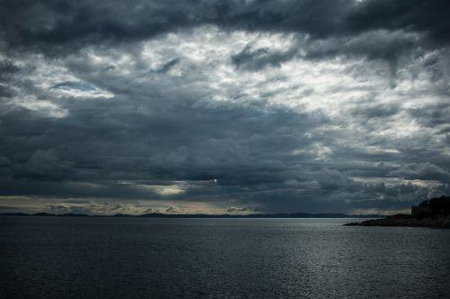 debesys,griauna,audra,debesys formos,tamsūs debesys,kroatija,tamsus dangus,audros debesys,jūra