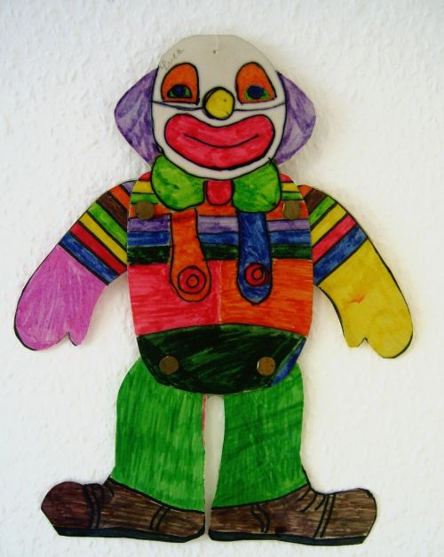 klounas,piešimas,vaikų piešimas,dažyti,šypsena,juoktis,džiaugsmas,spalvinga,naivus,šokinėja