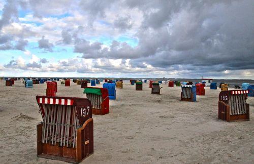 klubai,papludimys,jūra,Šiaurės jūra,rytinė frisia,šventė,paplūdimys,dangus,debesys,Debesuota,pavasaris,uždaryta,šiaurinė Vokietija,šiaurinis jūros paplūdimys,vandenynas,smėlis,gamta,kranto,kraštovaizdis,smėlio paplūdimys atsigavimas,vėjas,nuotaika,oro temperamentas