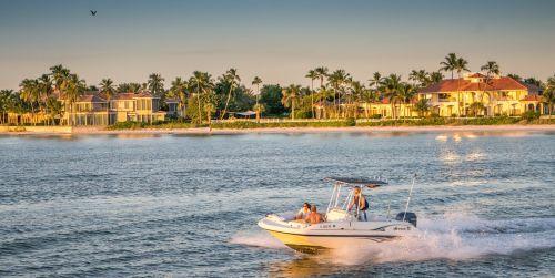 pakrantė,atogrąžų greičio viršijimo valtis,vasara,atogrąžų,vanduo,kraštovaizdis,dangus,saulė,lauke,motorinė valtis,gamta,mėlynas,saulėtas,saulėtas dangus,kelionė,atostogos,laisvalaikis,vasaros kraštovaizdis,papludimys,turizmas